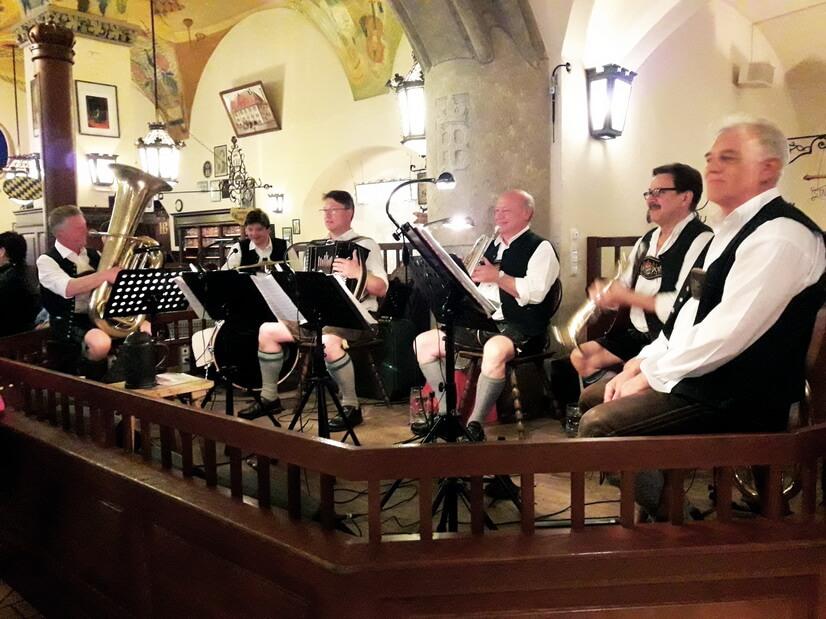 Оркестр в Хофбройхаусе
