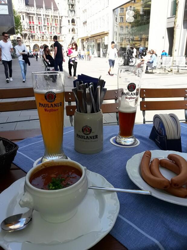 Наш обед с видом на Новую Ратушу