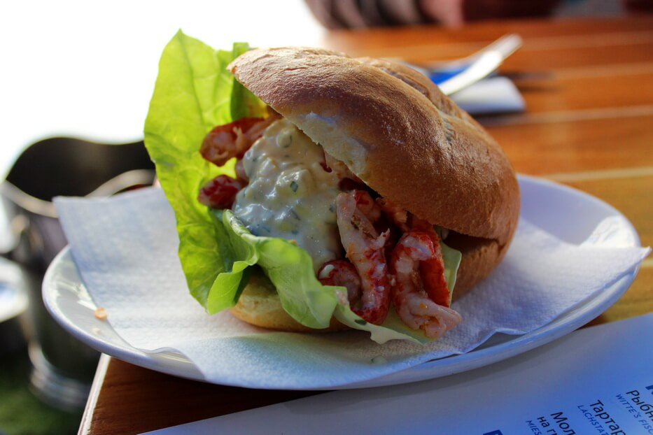 Сэндвич с креветками на Виктуалиенмаркт