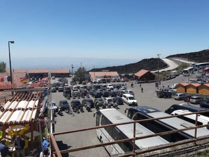 парковка на вулкане этна