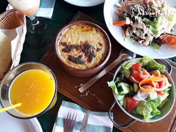 Обед в Кипрской таверне