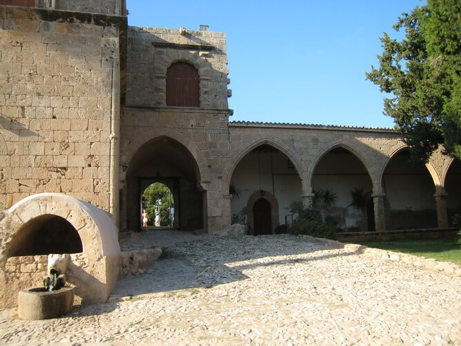 Достопримечательности Айя-Напы: монастырь