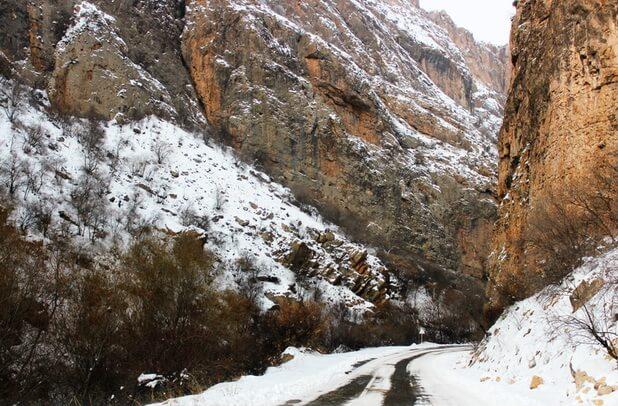 нораванк дорога в скалах