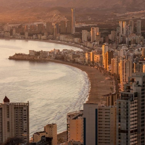 Benidorm hotels and apartments for rent by the sea