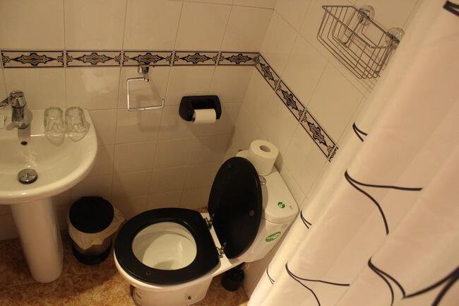 ванная комната в хостеле el cid