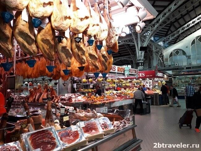 хамон на рынке в Валенсии