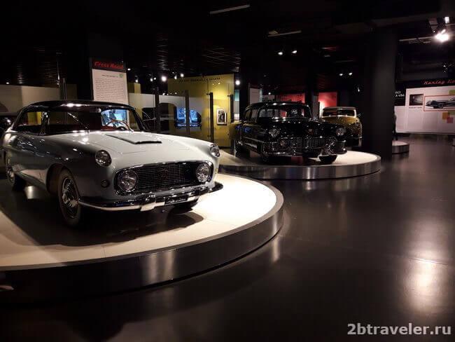 первый этаж музея автомобилей