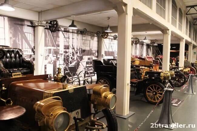 экспозиция музея авто