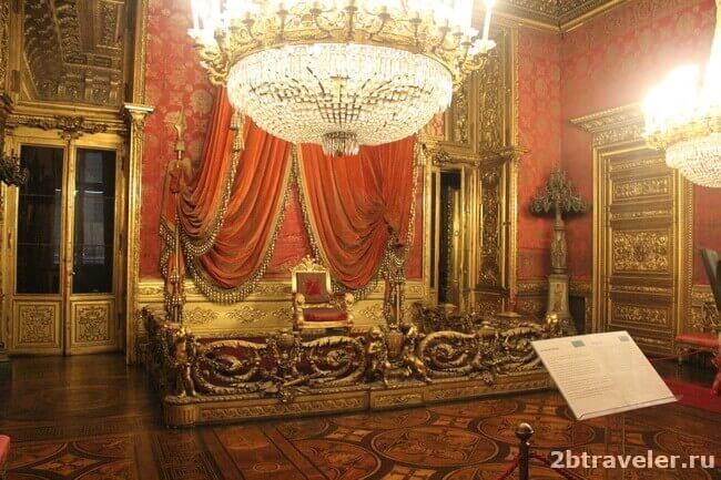 тронный зал палаццо реале