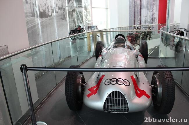 спортивные машины в музее ауди