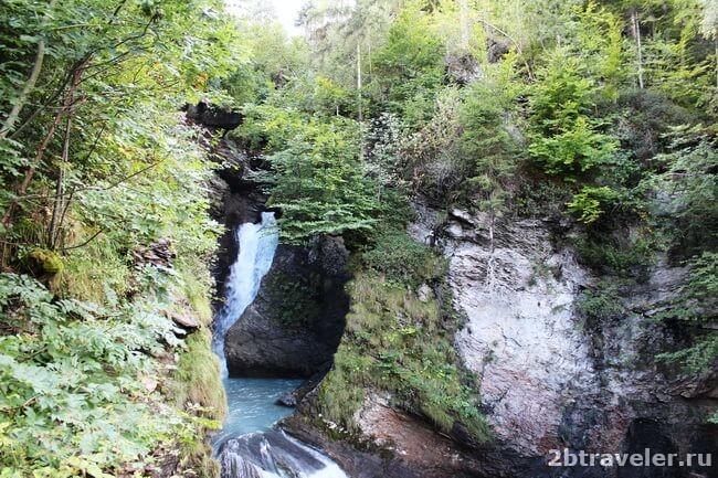 природа у водопада