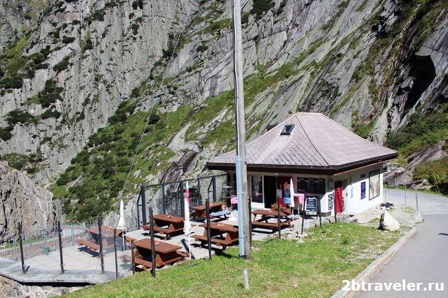 monument to suvorov restaurant