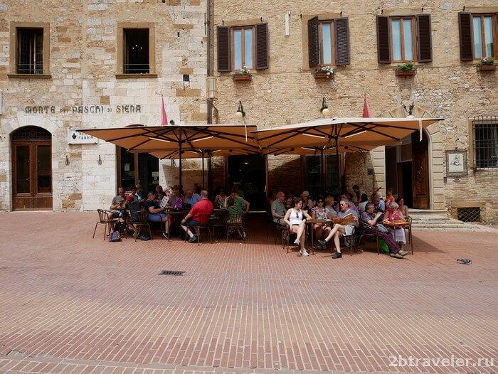 piazza cisterna toscana