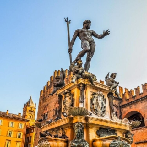Transportation in Bologna: bus, taxi, city bus. How to buy a bus ticket.