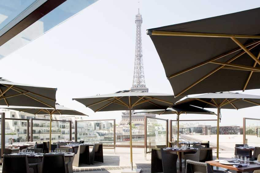 Ресторан с видом на башню