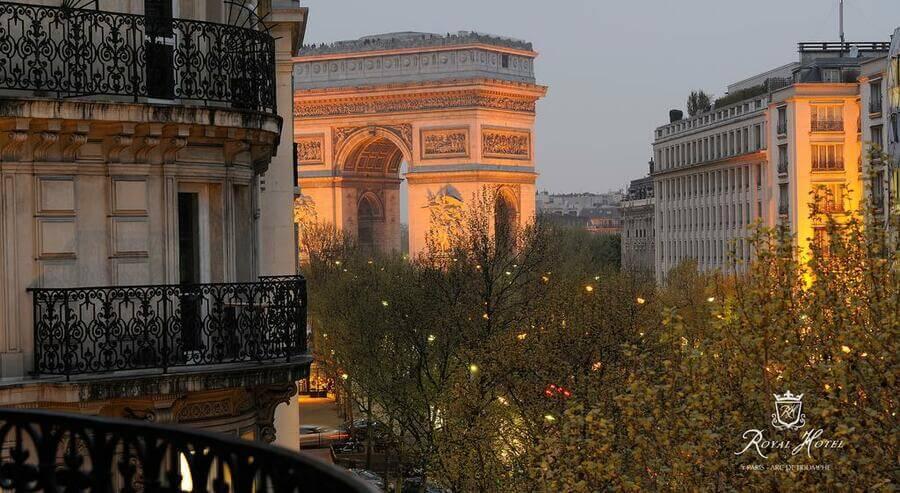 отели с видом на триумфальную арку