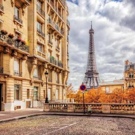 Paris-Orly Airport: how to get to the center of Paris by public transport, transfer and taxi